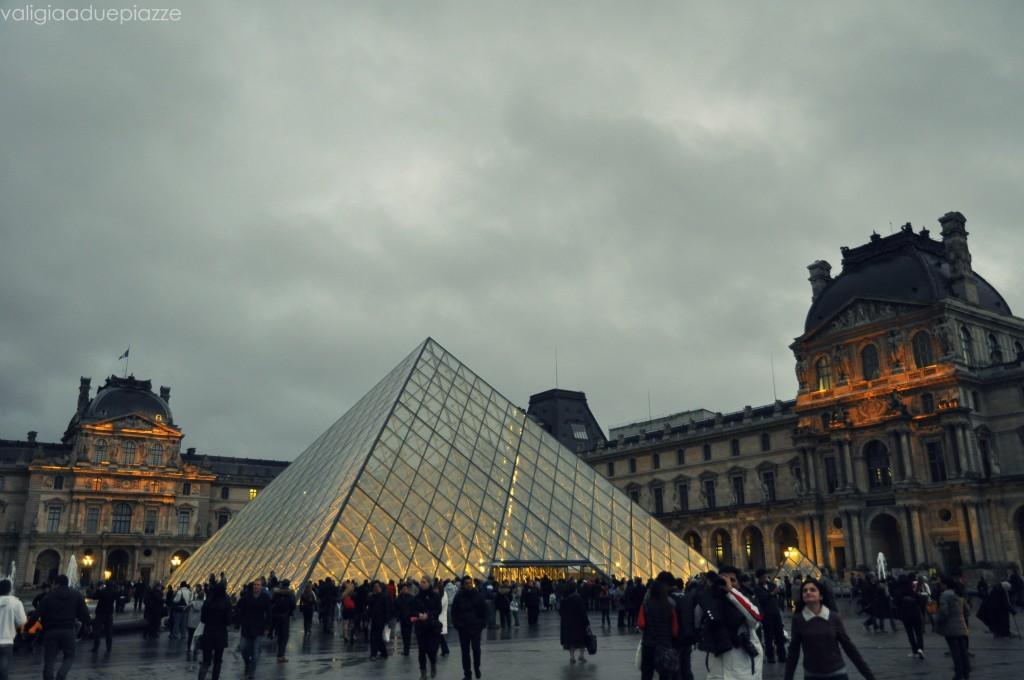 louvre piramide esterno