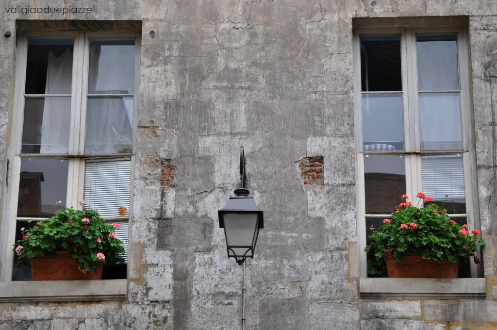 finestre fiorite marais