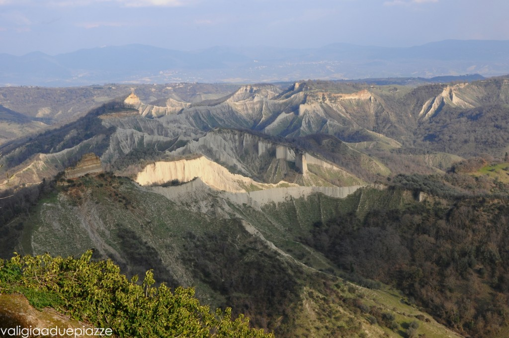 vallata e rocce tufacee Civita