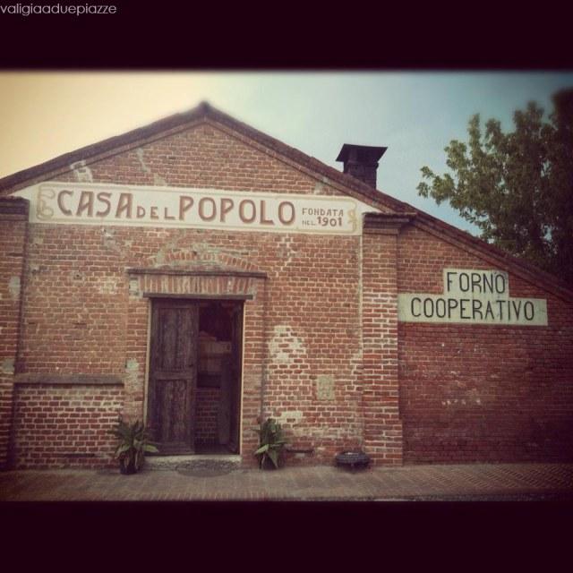 La Casa del Popolo sta in frazione Roncaglie, all'Abazia