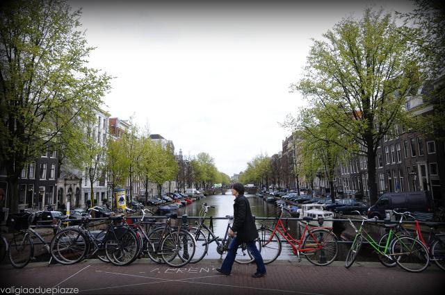 a passeggio sui canali amsterdam