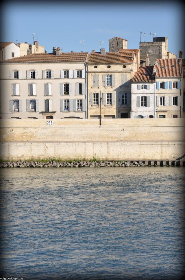 Arles vista dall'altra parte del Rodano