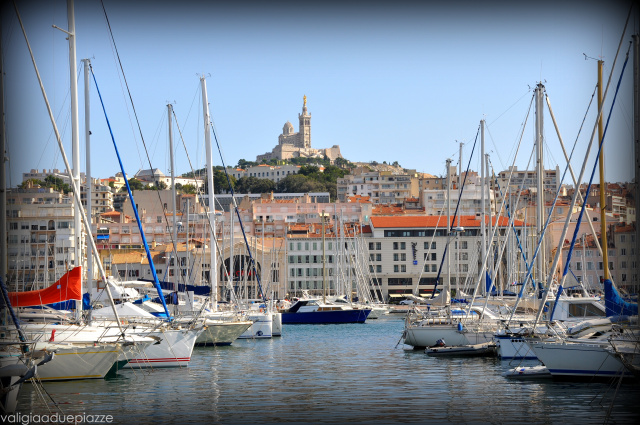 Il Vieux Port di Marsiglia e la basilica di Notre-Dame-de-la-Garde
