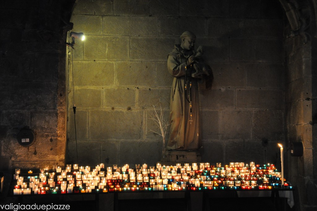 interno basilica carcassonne