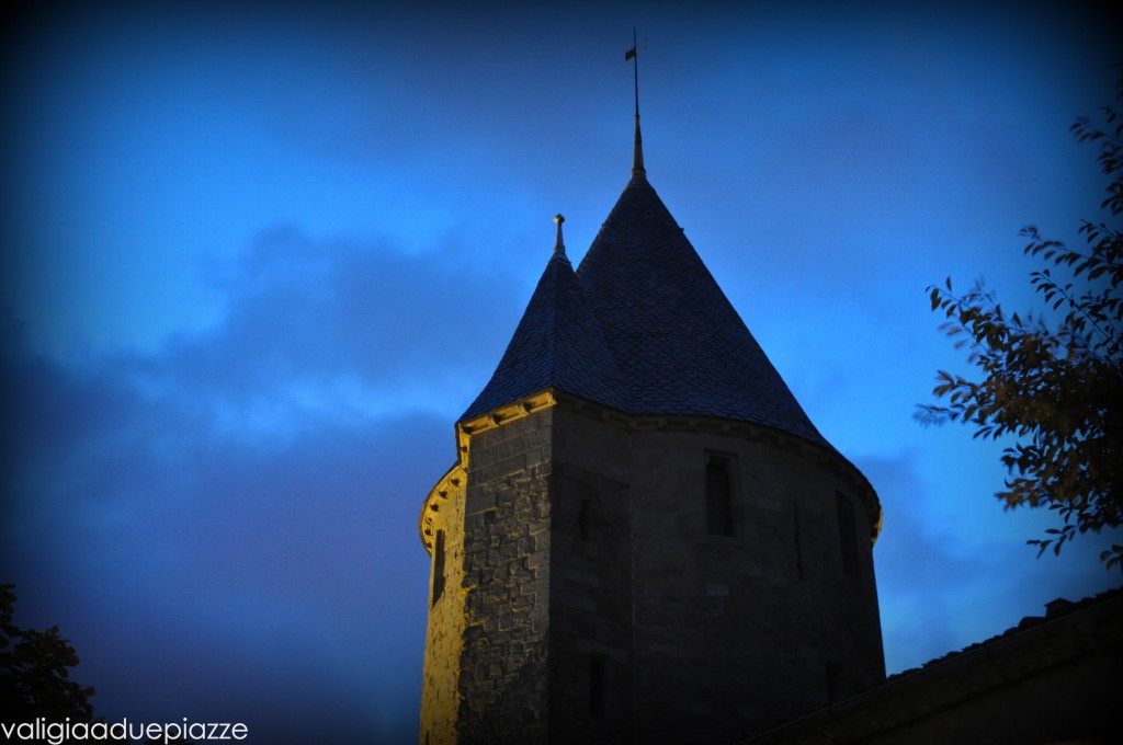 Carcassonne torre notte
