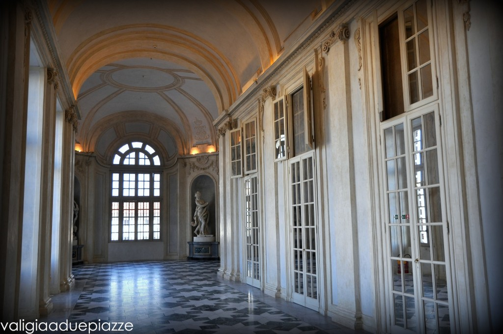 corridoio specchi reggia venaria
