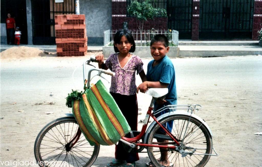 Bambini di Canto Grande 2004