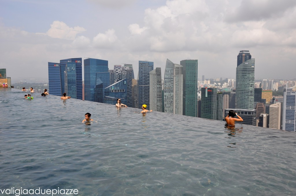 infinity pool marina bay