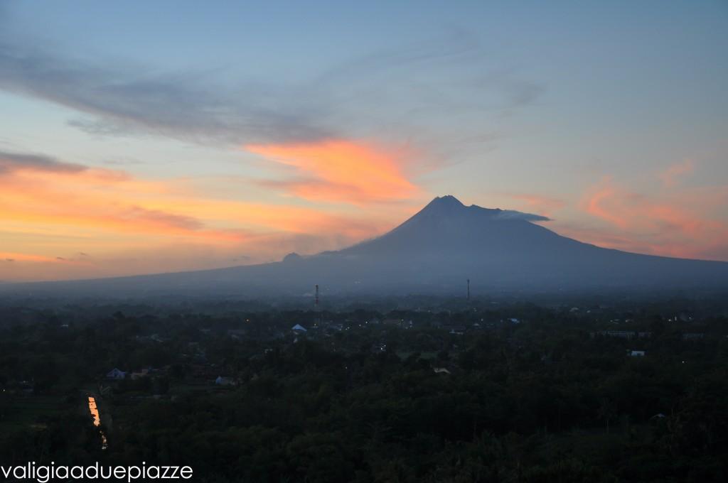 Tramonto vulcano Merapi