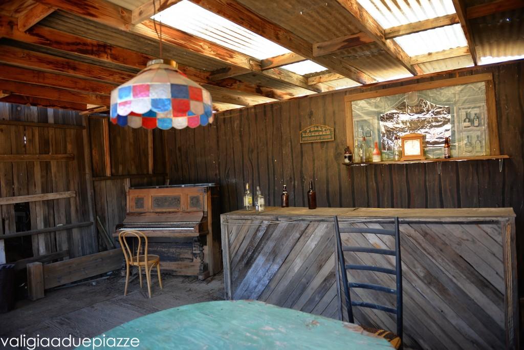 saloon western
