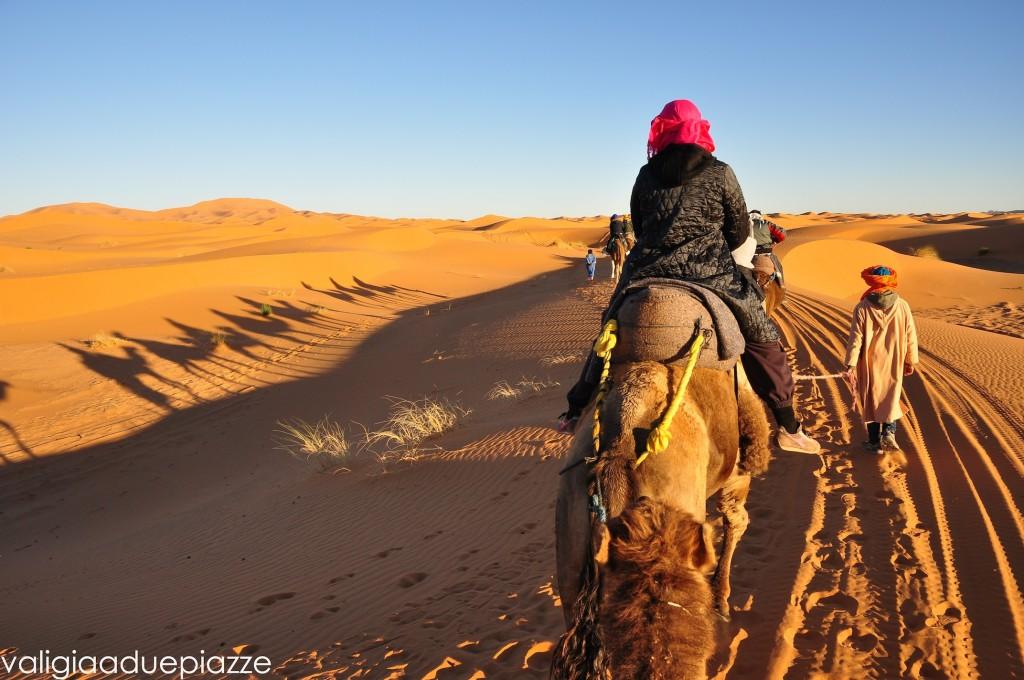 turisti escursione deserto