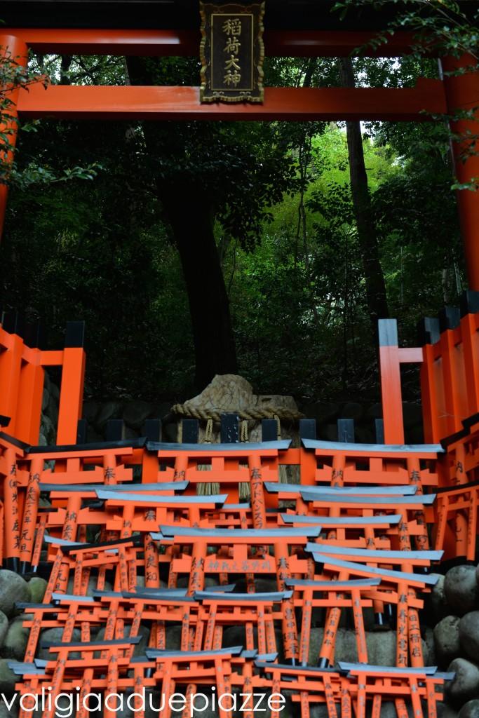 fortune teller stone fushimi inari