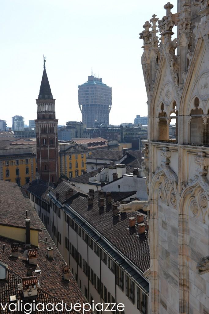 torre velasca dal duomo di milano