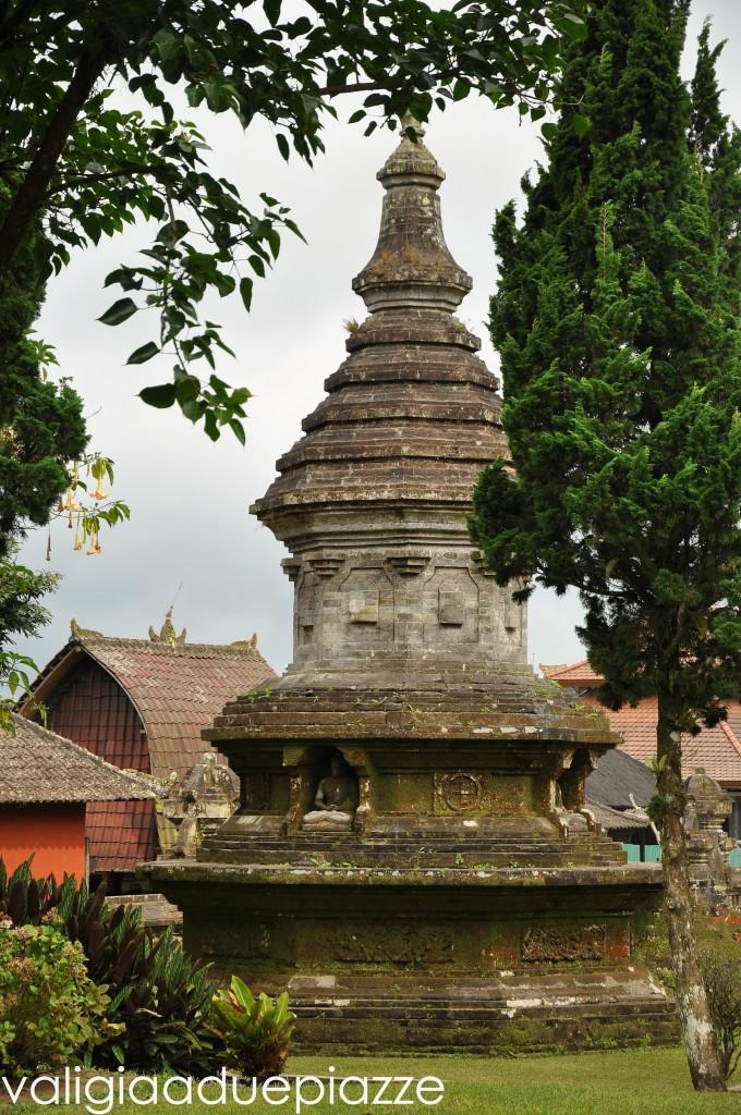 stupa bali svastica