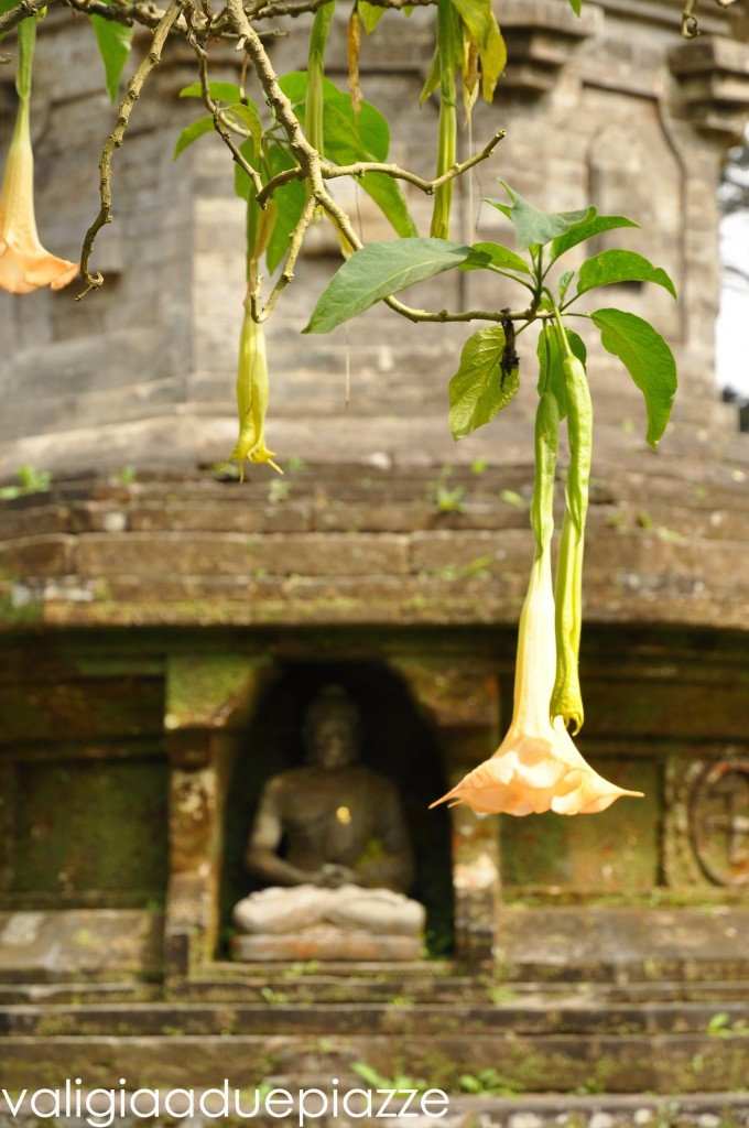 stupa buddista bali