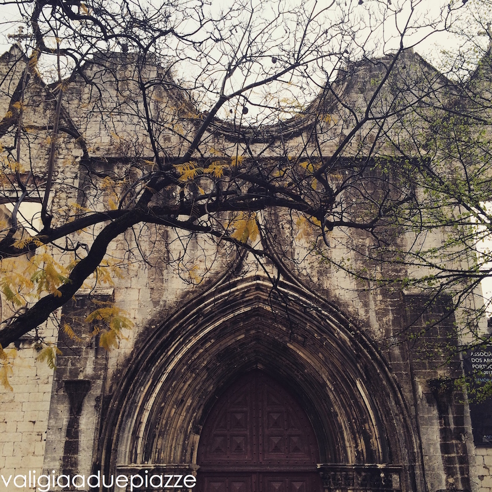 Il Convento do Carmo, distrutto dal terremoto del 1775, ricorda il disastro che colpì Lisbona.