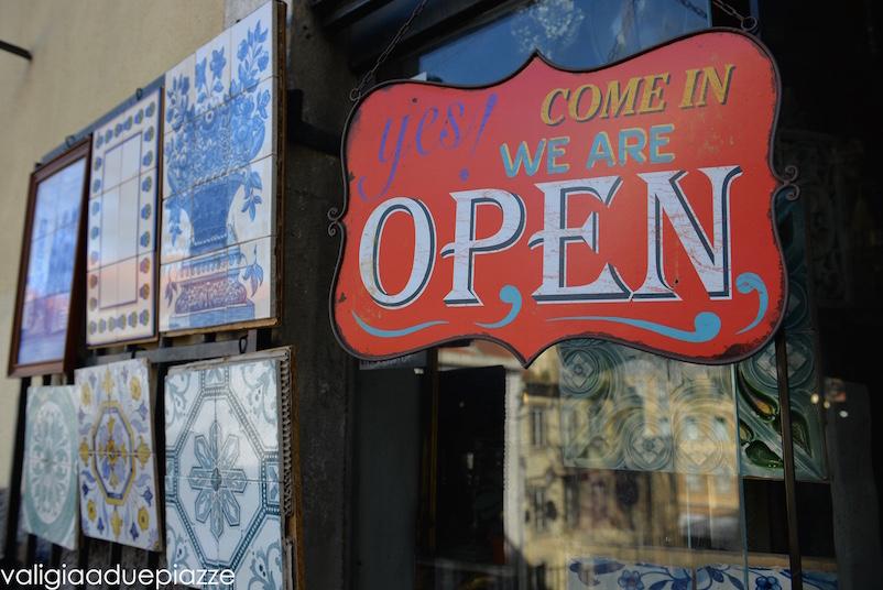 Ecco il negozio dell'Alfama in cui ho comprato la mia piastrella di azulejo.