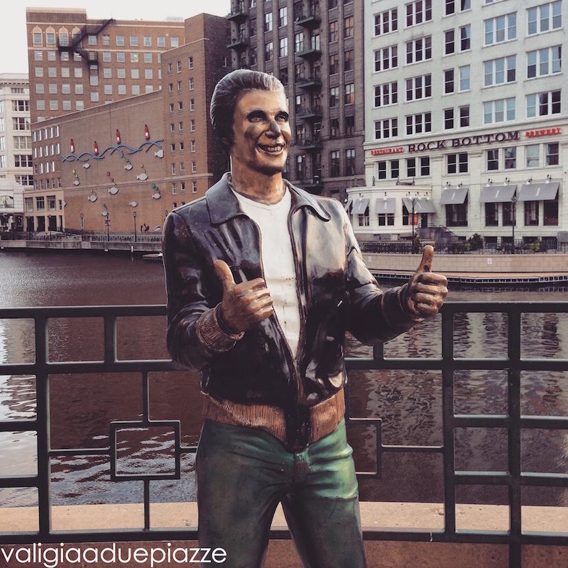 fonz statue milwaukee happy days