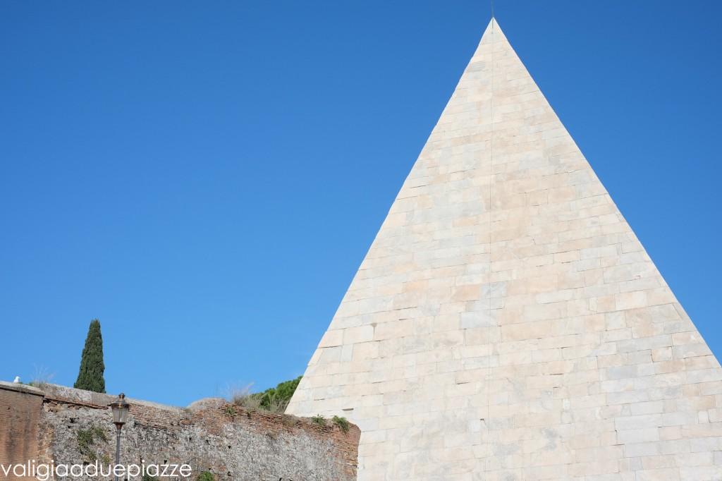 piramide cestia cimitero acattolico