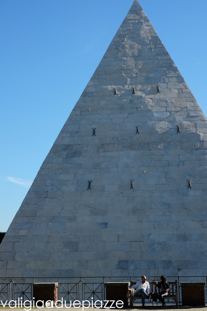 piramide cestia roma