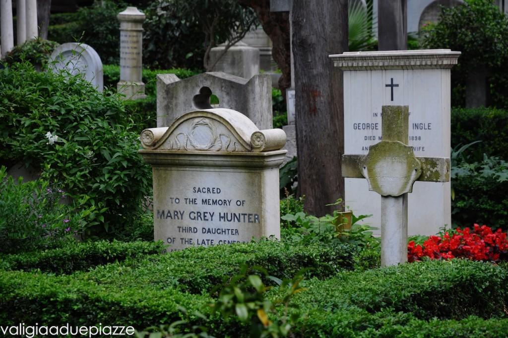 tombe famose cimitero acattolico roma