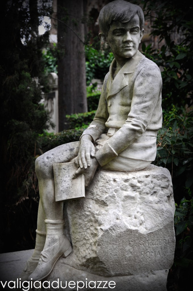 cimitero acattolico statua tomba bambino
