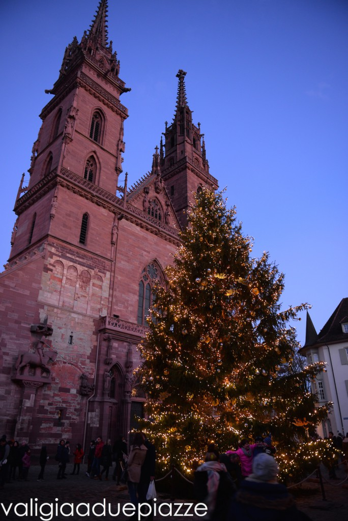 Il grande albero decorato da Johann Wenner.