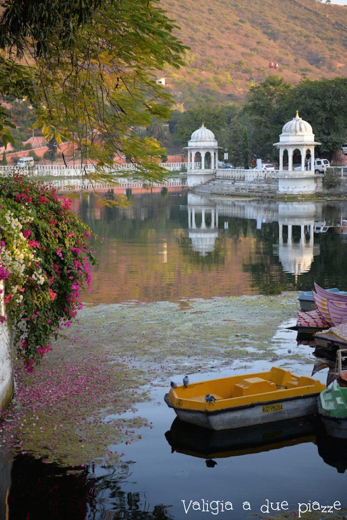 lago pichola udaipur india