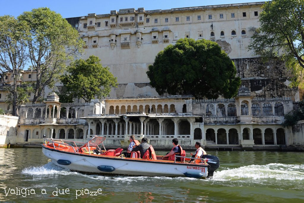 giro in barca udaipur