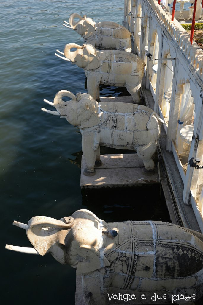 Isola Jagmandir elefanti Rajasthan