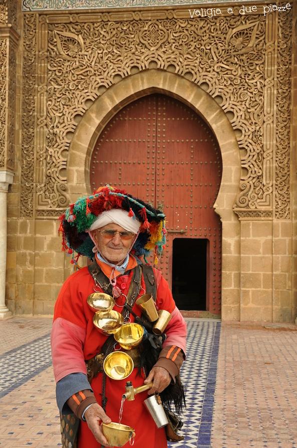 Abbigliamento tradizionale del venditore d'acqua.