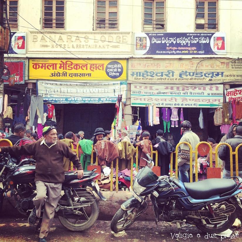 strade di varanasi india