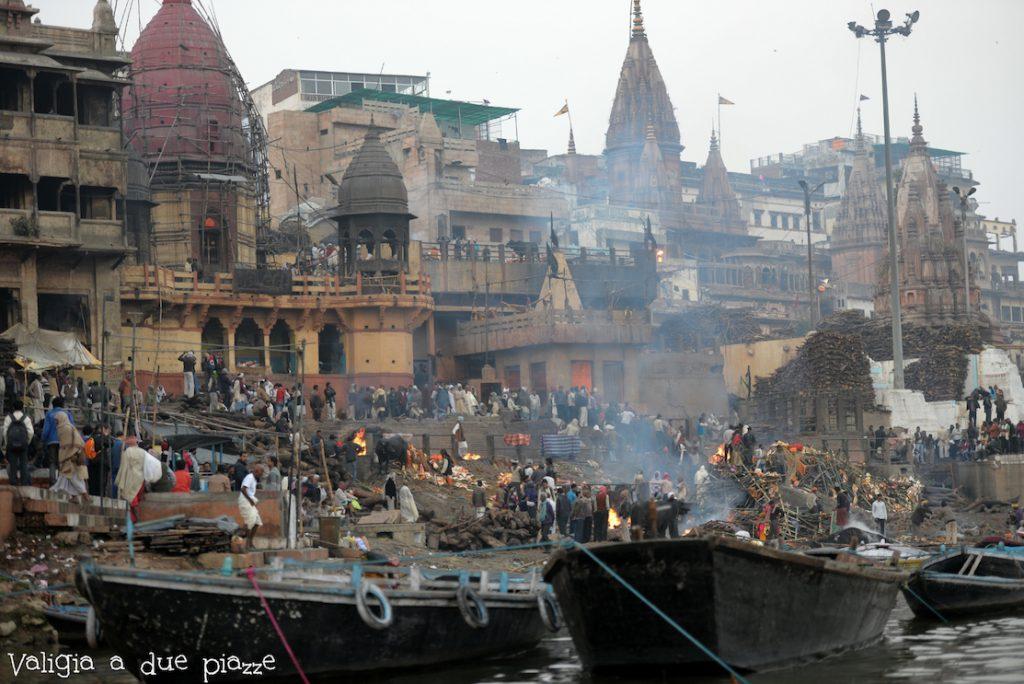 Manikarnika Ghat Varanasi campo crematorio