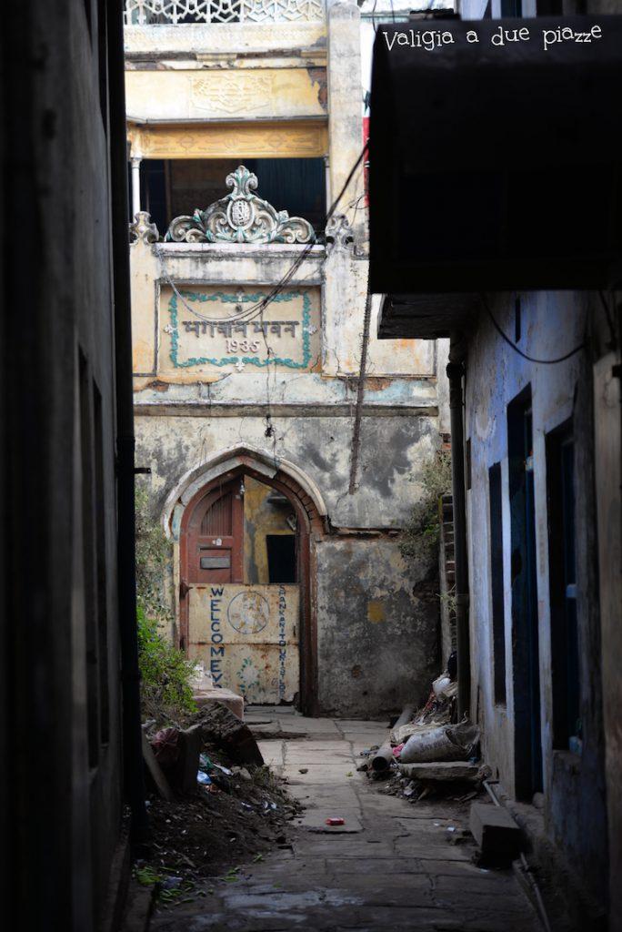 strade scorcio varanasi benares india