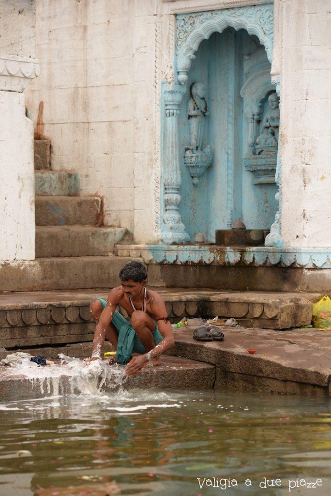 purificazione quotidiana fiume gange
