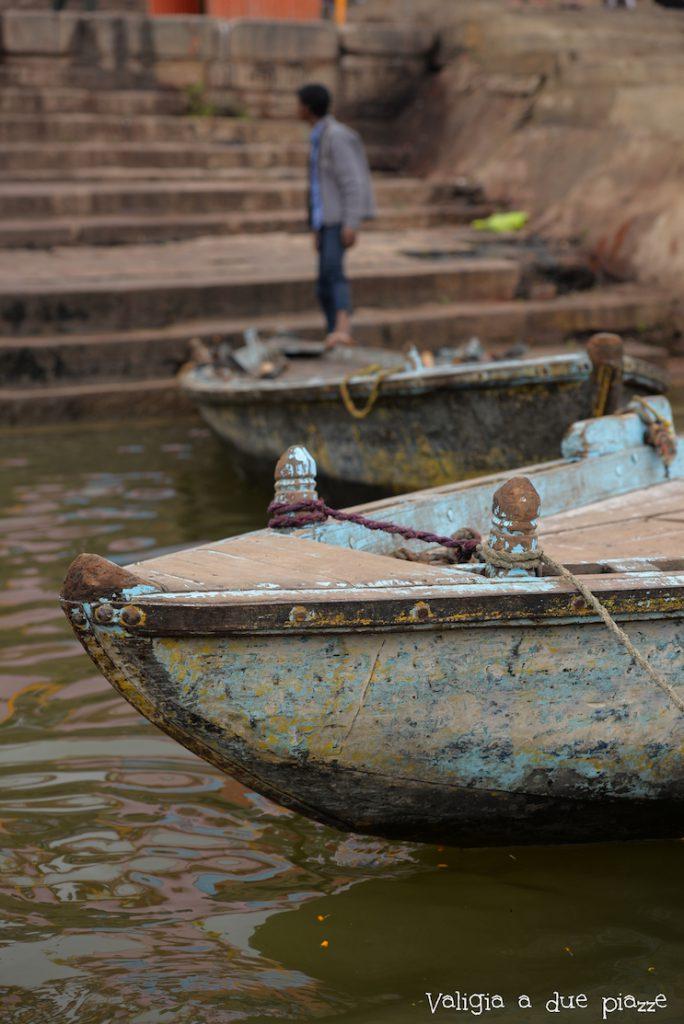 in barca sul fiume Gange Varanasi