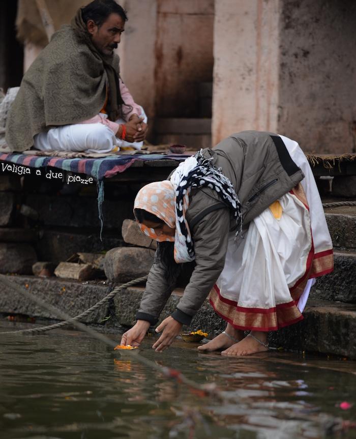 offerte al fiume sacro gange