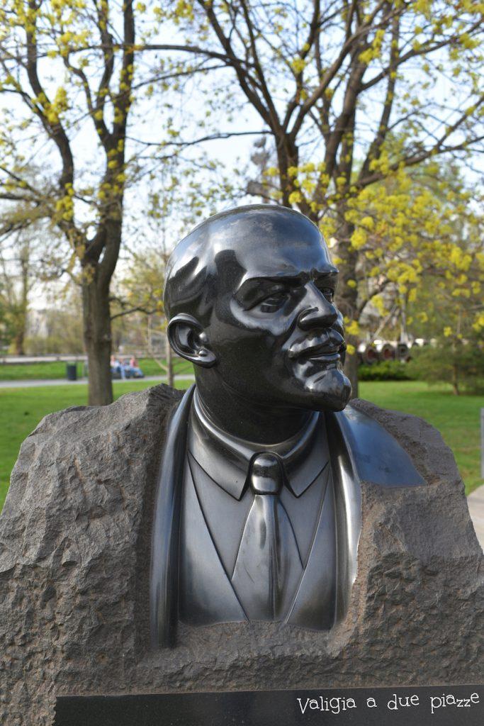 cimitero statue sovietiche mosca russia lenin