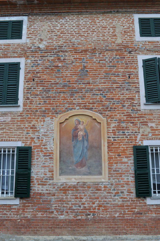 Dettaglio di una casa nel centro di Quargnento, nel Monferrato alessandrino