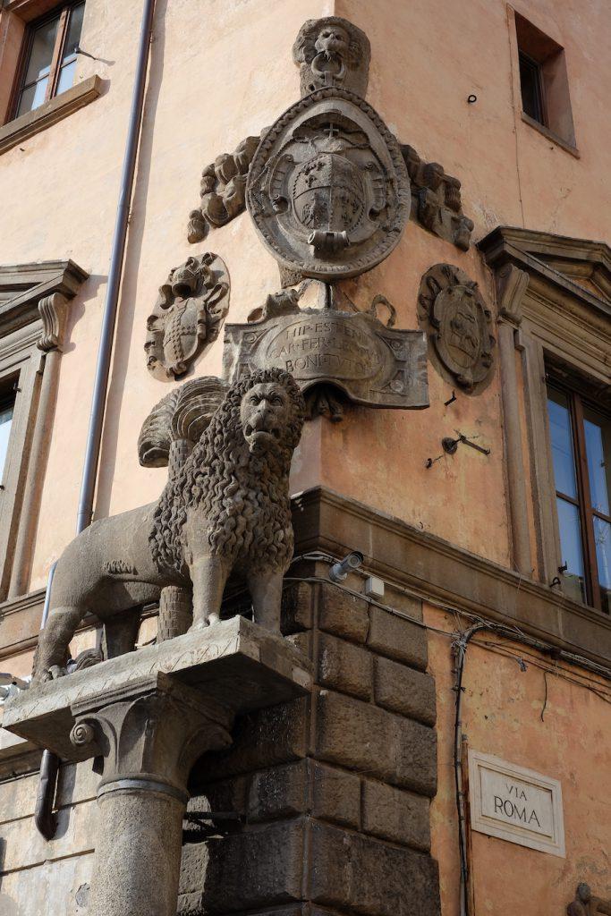 Viterbo dettaglio via Roma