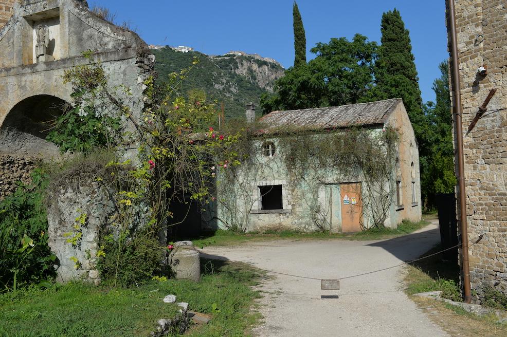 Piazzale del municipio Ninfa Cisterna di Latina
