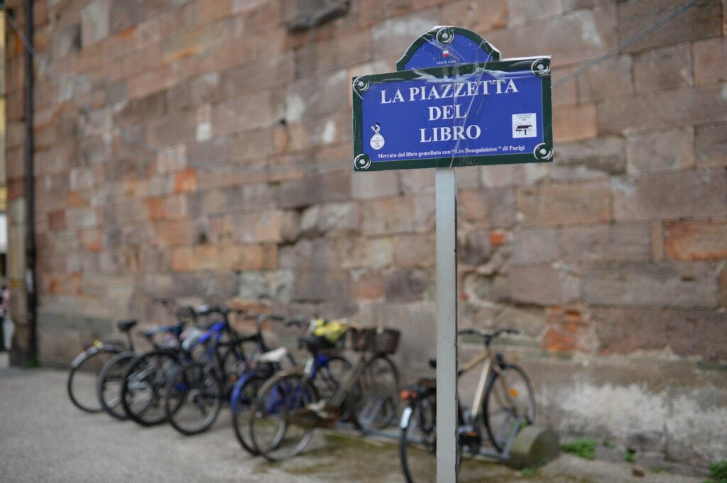 Piazzetta del libro Lucca